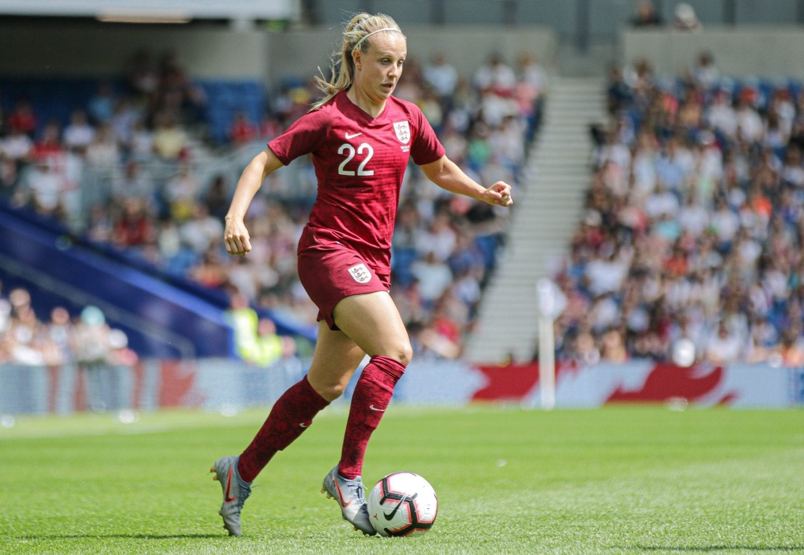 Beth Mead playing for England